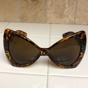 Accessories - Bow frame sunglasses